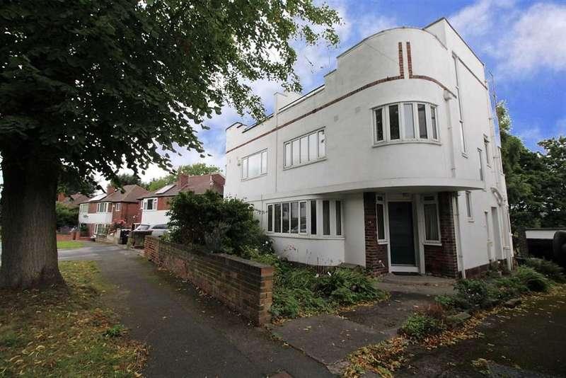 4 Bedrooms Semi Detached House for sale in Castle Grove Avenue, Far Headingley, LS6