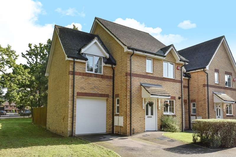 3 Bedrooms Semi Detached House for sale in Chestnut Tree Grove, Farnborough, GU14