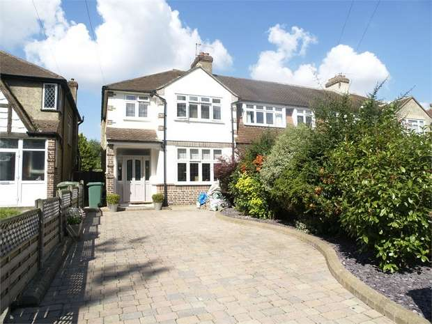 3 Bedrooms End Of Terrace House for sale in Green Lanes, West Ewell