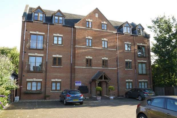 2 Bedrooms Flat for sale in Birch House, St Mary's Road, Market Harborough, Leicestershire