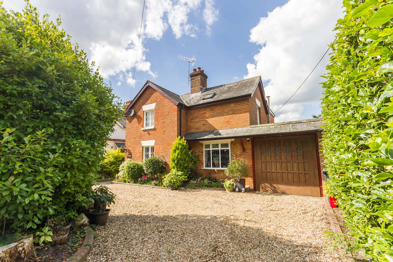 4 Bedrooms Detached House for sale in St Ives, Ringwood, Hampshire