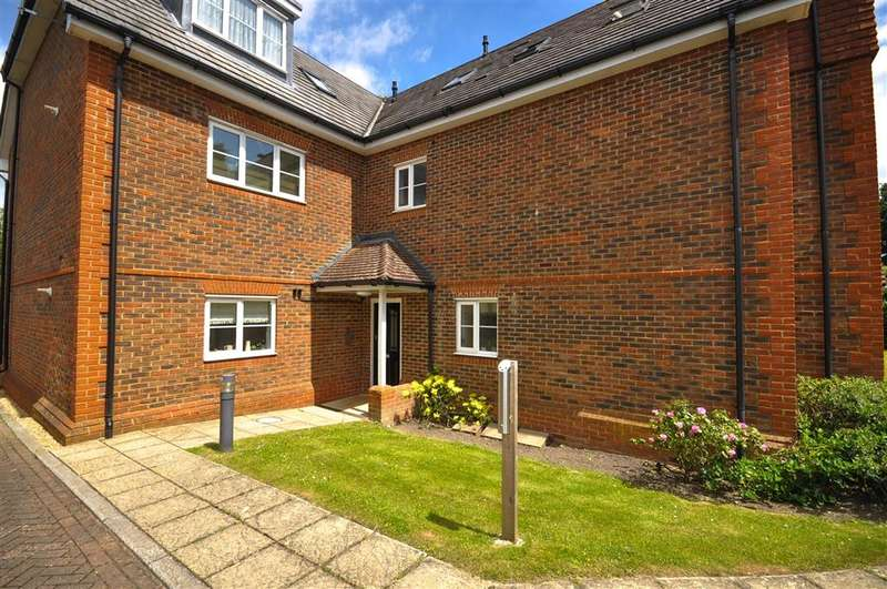 2 Bedrooms Ground Flat for sale in Brewer Road, Southgate, Crawley, West Sussex