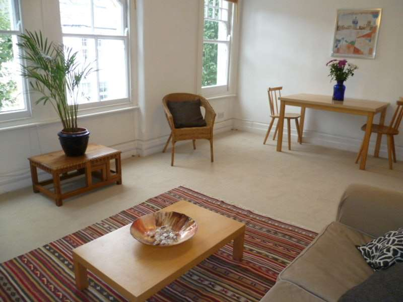 2 Bedrooms Flat for sale in Gilbey Road, London, London, SW17