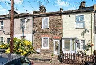 3 Bedrooms Terraced House for sale in Charles Street, Greenhithe, Kent