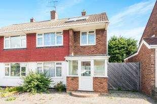 3 Bedrooms Semi Detached House for sale in Salisbury Avenue, Swanley, Kent