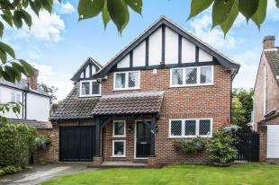 4 Bedrooms Detached House for sale in Addiscombe Road, Croydon