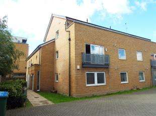 2 Bedrooms Flat for sale in Murray Close, London