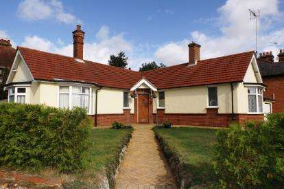 3 Bedrooms Bungalow for sale in Stowmarket, Suffolk