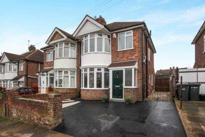 3 Bedrooms Semi Detached House for sale in Exton Avenue, Luton, Bedfordshire, England