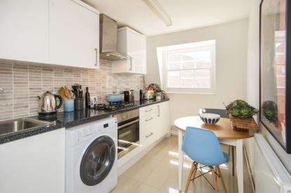 2 Bedrooms Flat for sale in Bruce Grove, Tottenham, London