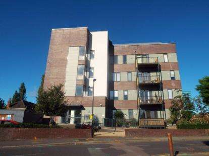 2 Bedrooms Flat for sale in Wenlock House, 33 Eaton Road, Enfield, London
