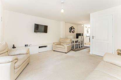3 Bedrooms End Of Terrace House for sale in Bargroves Avenue, St. Neots, Cambridgeshire