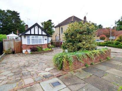 2 Bedrooms Bungalow for sale in Strangeways, Watford, Hertfordshire