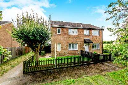 3 Bedrooms Semi Detached House for sale in Fensome Drive, Houghton Regis, Dunstable, Bedfordshire