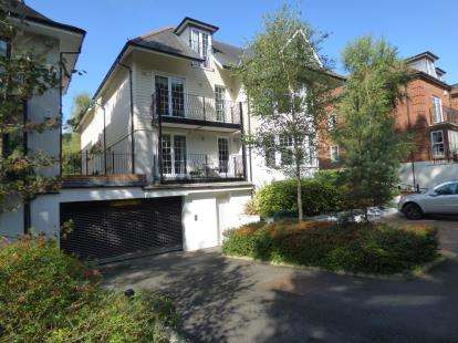 2 Bedrooms Flat for sale in 4 Compton Avenue, Poole, Dorset