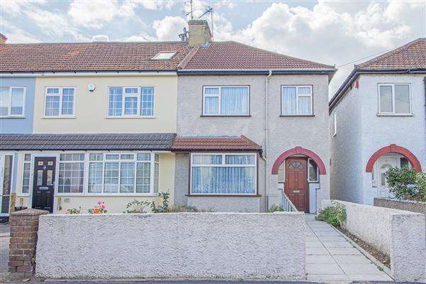 3 Bedrooms Semi Detached House for sale in Old Highway, Hoddesdon