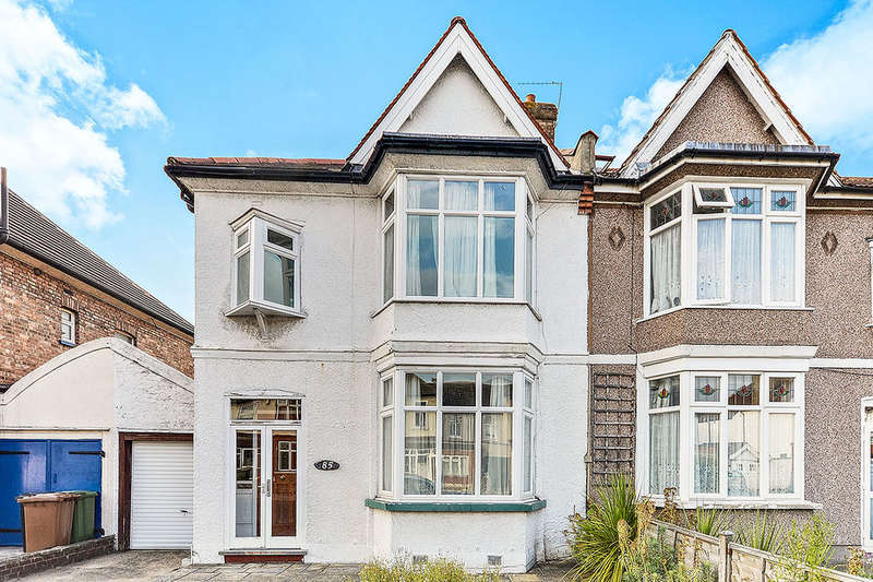 3 Bedrooms Semi Detached House for sale in Newquay Road, London, SE6