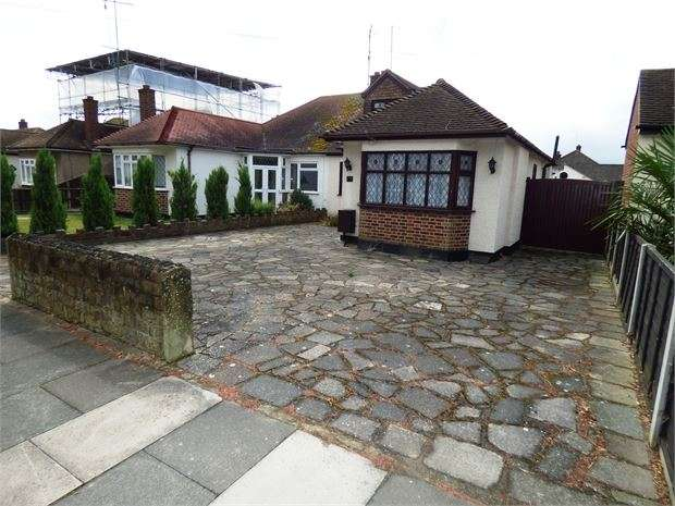 4 Bedrooms Semi Detached Bungalow for sale in Poynings Avenue, Southend on sea, Southend on sea, SS2 4RX