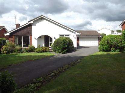 3 Bedrooms Bungalow for sale in Ferndown, Dorset