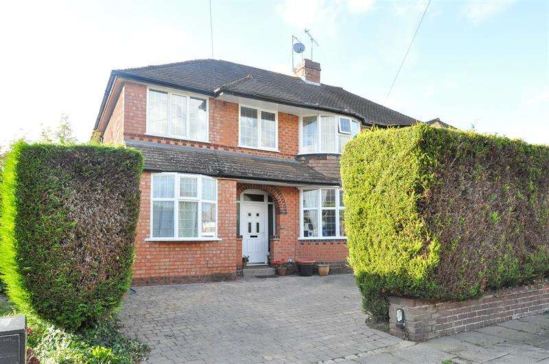 3 Bedrooms Semi Detached House for sale in Granshaw Close, Kings Norton, Birmingham