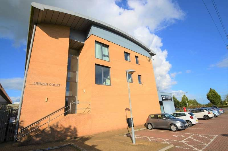 2 Bedrooms Apartment Flat for sale in Lindon Court, Central Park, Rugby