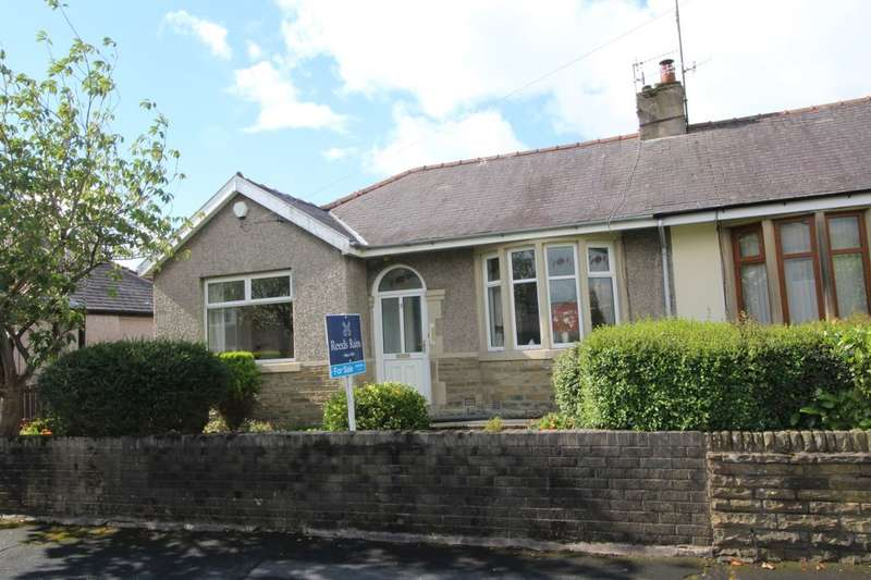2 Bedrooms Semi Detached Bungalow for sale in Thornton Road, Burnley, BB10