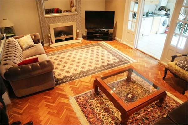 5 Bedrooms Semi Detached House for sale in Beresford Gardens, Hounslow, Greater London