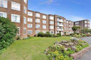 2 Bedrooms Flat for sale in Downview Court, Boundary Road, Worthing, West Sussex
