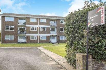 2 Bedrooms Flat for sale in Croxton Court, Park Crescent, Southport, Lancashire, PR9