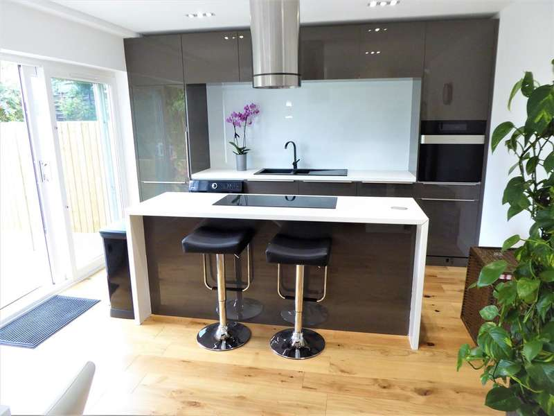 3 Bedrooms Semi Detached House for sale in Brasted Close, South Bexleyheath, Kent, DA6 8HX