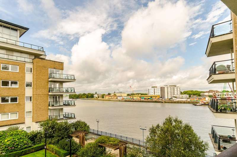 2 Bedrooms Flat for sale in Smugglers Way, Wandsworth, SW18