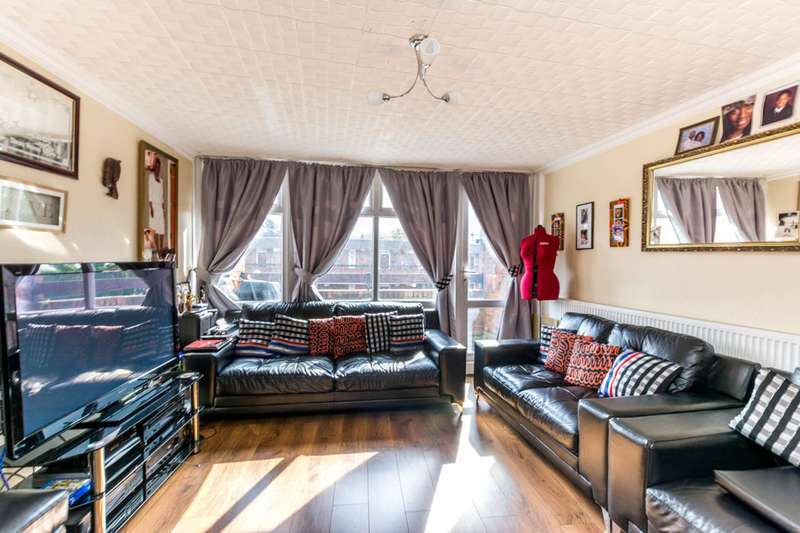 3 Bedrooms Flat for sale in Condell Road, Battersea, SW8
