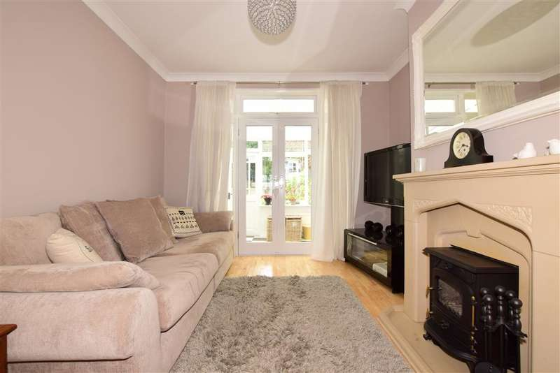 2 Bedrooms Bungalow for sale in Roding Lane North, Woodford Green, Essex