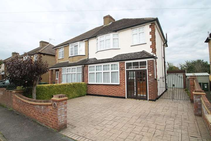 3 Bedrooms Semi Detached House for sale in Shortwood Avenue, Staines-Upon-Thames, TW18