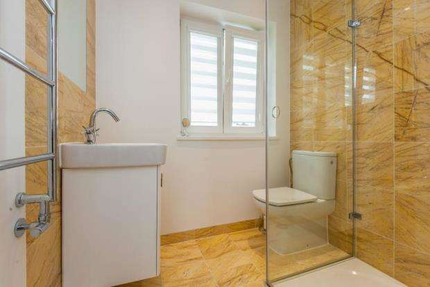 4 Bedrooms Semi Detached House for sale in Cobham, Surrey