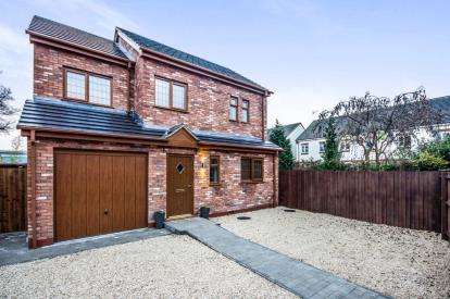 4 Bedrooms Detached House for sale in Browns Lane, Allesley, Coventry