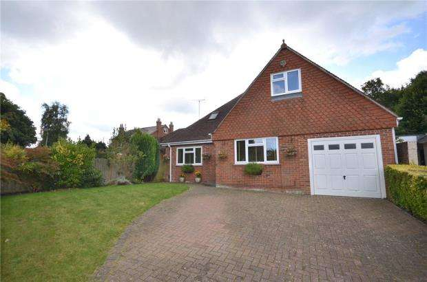 3 Bedrooms Detached Bungalow for sale in Crowthorne Road, Bracknell, Berkshire