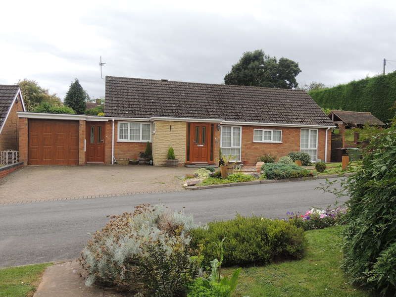 3 Bedrooms Detached Bungalow for sale in Meadow Drive, Hampton-In-Arden, Solihull