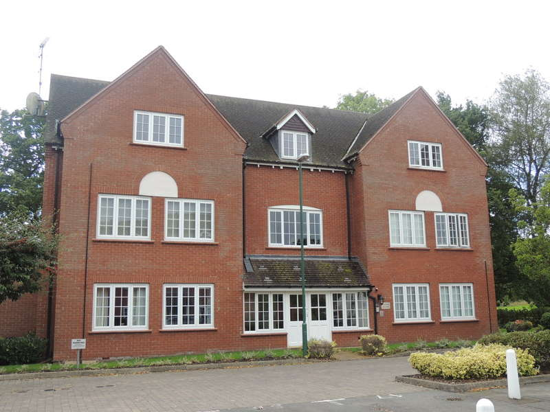 2 Bedrooms Flat for sale in Foxley Drive, Catherine-De-Barnes, Solihull
