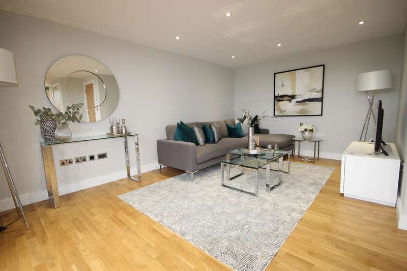 2 Bedrooms Flat for sale in 26 Elizabeth House, Christoper Road , East Grinstead, RH19