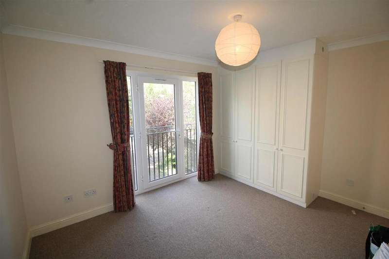 2 Bedrooms Flat for sale in Sovereign Place, Peterborough