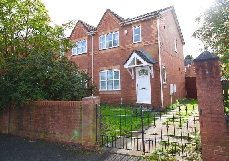 3 Bedrooms Semi Detached House for sale in Buckfield Avenue, Salford, M5