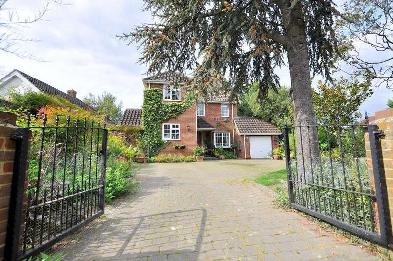 3 Bedrooms Detached House for sale in West Parley