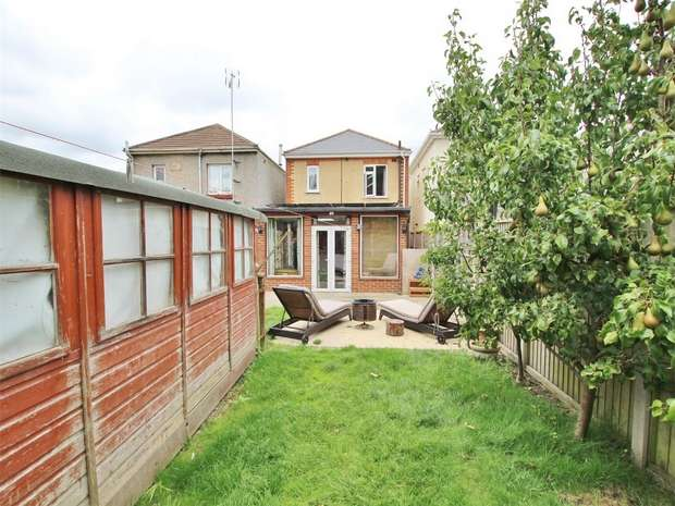 3 Bedrooms Detached House for sale in Foxholes Road, Oakdale, POOLE, Dorset