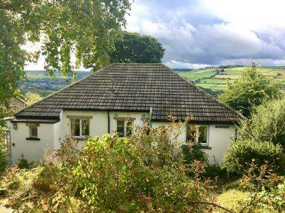 2 Bedrooms Bungalow for sale in Causeway Side, Linthwaite, Huddersfield, West Yorkshire