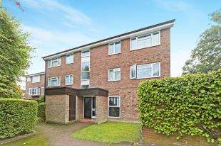 2 Bedrooms Flat for sale in Inglewood, Pixton Way, Croydon, .