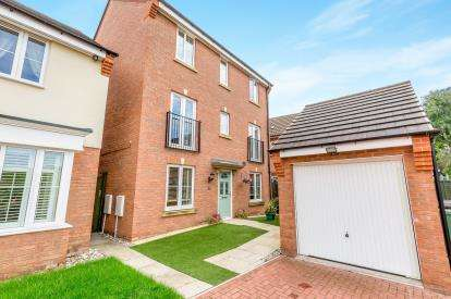 4 Bedrooms Detached House for sale in Thruxton Place, Rugby, Warwickshire