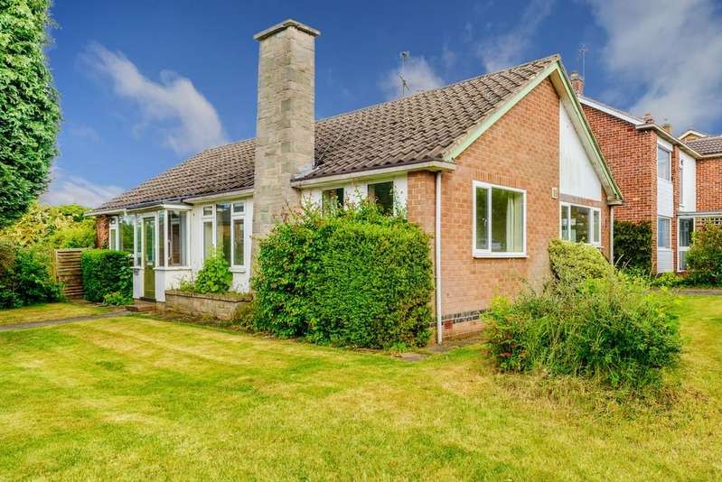 3 Bedrooms Detached Bungalow for sale in Priorsfield Road, Kenilworth