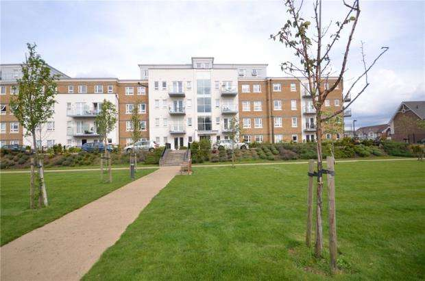 2 Bedrooms Apartment Flat for sale in Heathland Court, 3 Grebe Way, Maidenhead