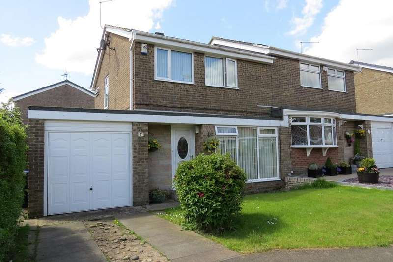 3 Bedrooms Semi Detached House for sale in Wansbeck Close, Highthorne Estate, Ellington